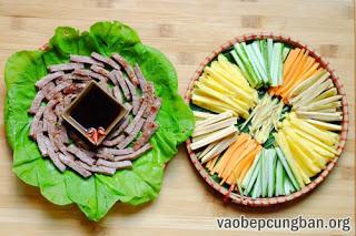 Cách làm bò cuốn lá cải ngon mát ngày hè1