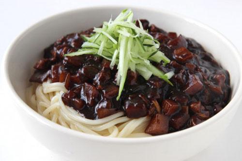 Cách làm mỳ tương đen Hàn Quốc tại nhà - Jajangmyeon